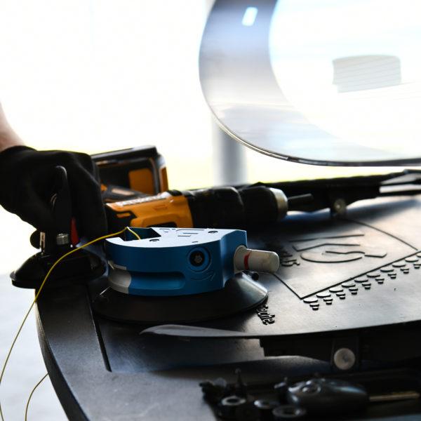 Single Cut System 5.0 Scheibenaustrenngerät in der Autoglaswerkstatt