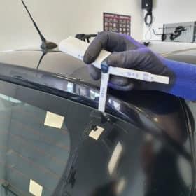 Fühlerlehre zum einfachen und schnellen Vermessen der Spaltmaße bei Frontscheiben 1-12 mm - aufgefechert.